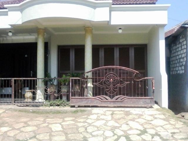 Pintu Garasi Rumah Besi Kayu