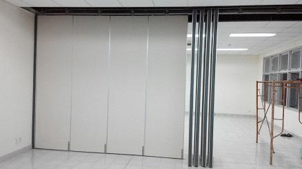 Pintu partisi ruang kantor