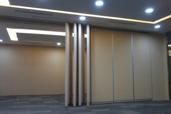 Partisi lipat untuk ruangan aula atau ruang rapat